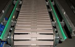 Пластинчатый конвейер для металлических деталей