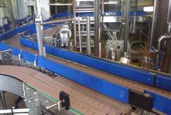 Пластинчатый конвейер с высокими бортами